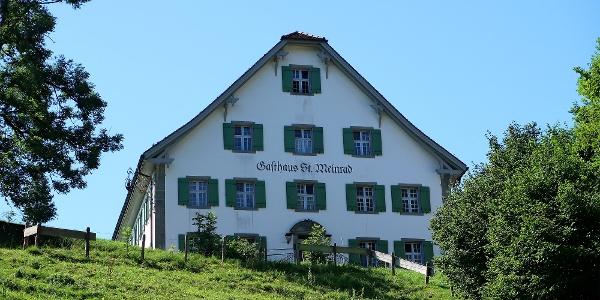 Gasthaus St. Meinrad auf dem Etzelpass.