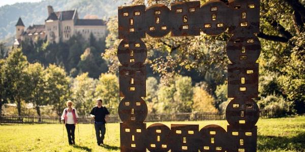 Kunstrahmen, im Hintergrund Schloss Eberstein