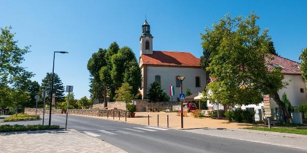 A nagykovácsi templom is az útvonal részét képezi