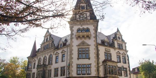 Rathaus Plauen am F-C-Weiskopf-Platz (Kilometer 0)