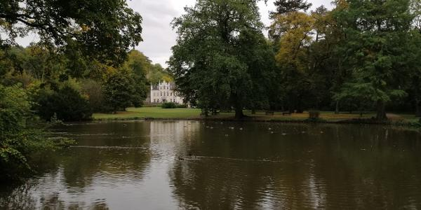 Die Schlossparkanlage mit dem Schloss Sayn