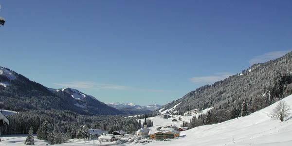 Winterwandern Höhenweg Dorf