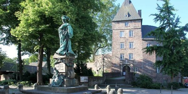 Moerser Schloss mit Henriette