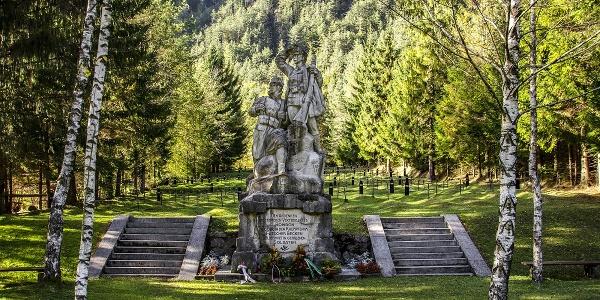 Pokopališče 1. svetovne vojne, Log pod Mangartom