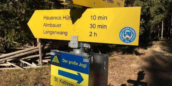 Vom gleichnamigen Schutzhaus am Hauereck sind es nur wenige Gehminuten zur Hauereckhütte