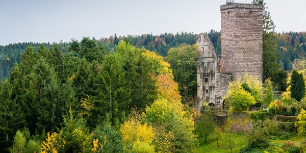 Hoch oben über dem Teinachtal thront die Burg Zavelstein