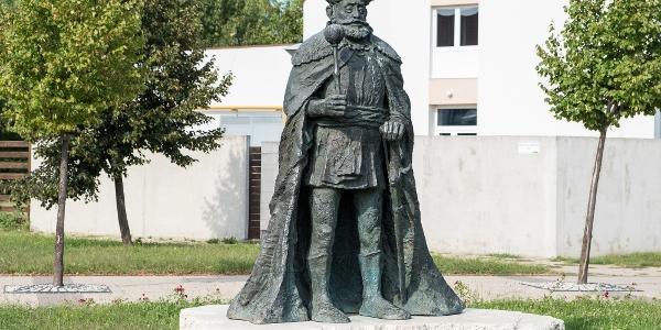 Bethlen Gábor szobra a nyírbátori történelmi sétányon