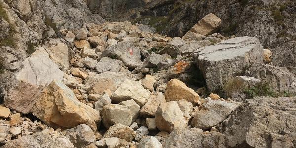 leichte Kletterei auf dem alten Weg