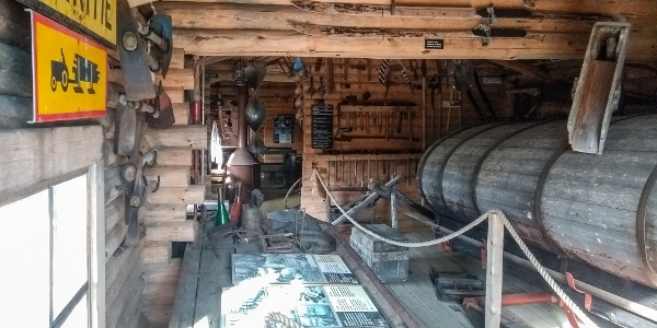 Savottamuseo Yllästunturin luontokeskus Kellokkaan pihapiirissä