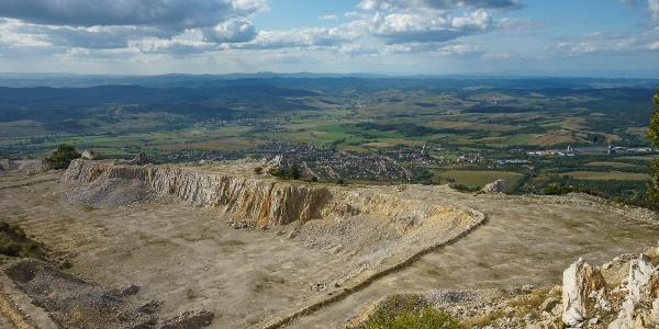 Távolban a Karancs (Bél-kő)