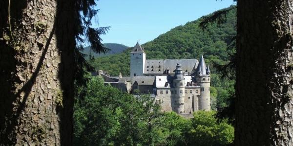 Blick auf das Schloss Bürresheim