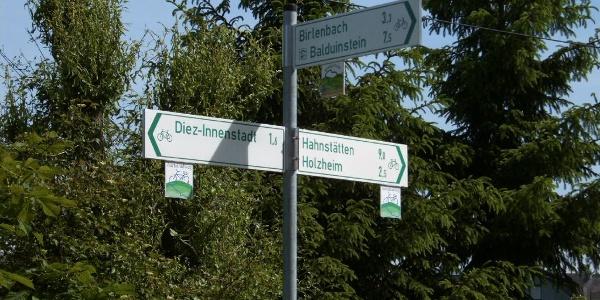 Wegweiser am Abzweig Aartalradweg/Buckeltour