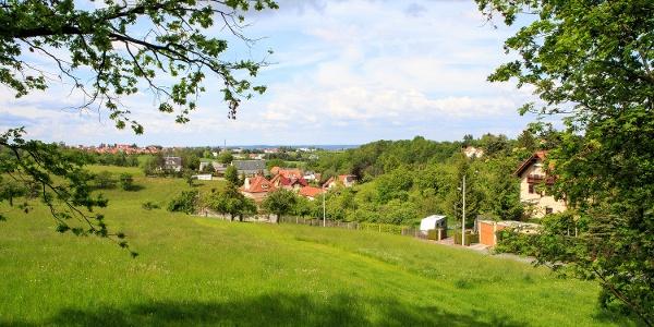 Blick vom ehemaligen Bahndamm über Kleinnaundorf