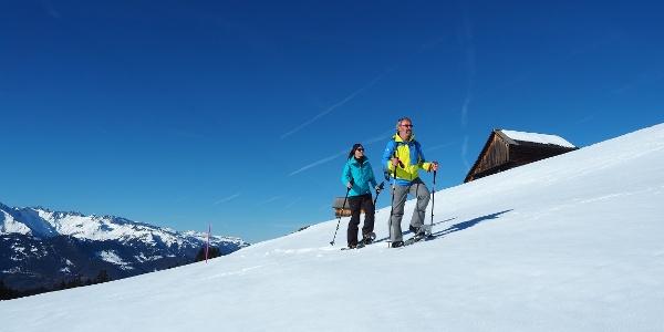 Schneeschuhlaufen im ersten Skigebiet in Graubünden