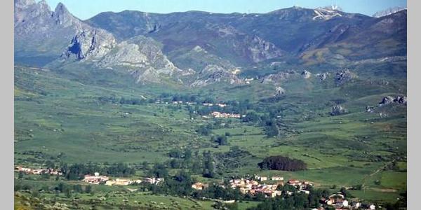 Valle de la Tercia, al fondo las míticas tres Marias