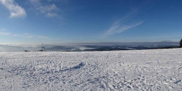 Verschneite Landschaft im Wintersportgebiet Wildewiese