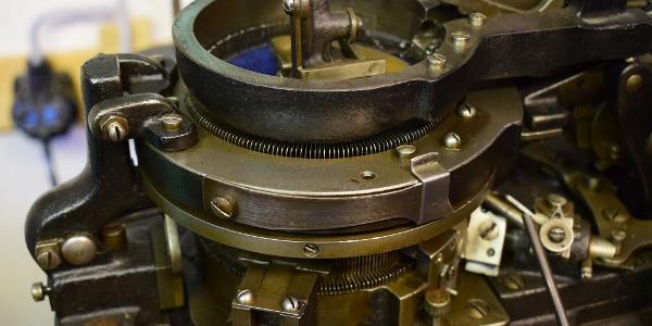Okrouhlý pletací stroj v Továrně na punčochy v Gornsdorfu