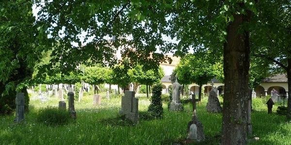 Offengelassen: Der Friedhof in Laufen