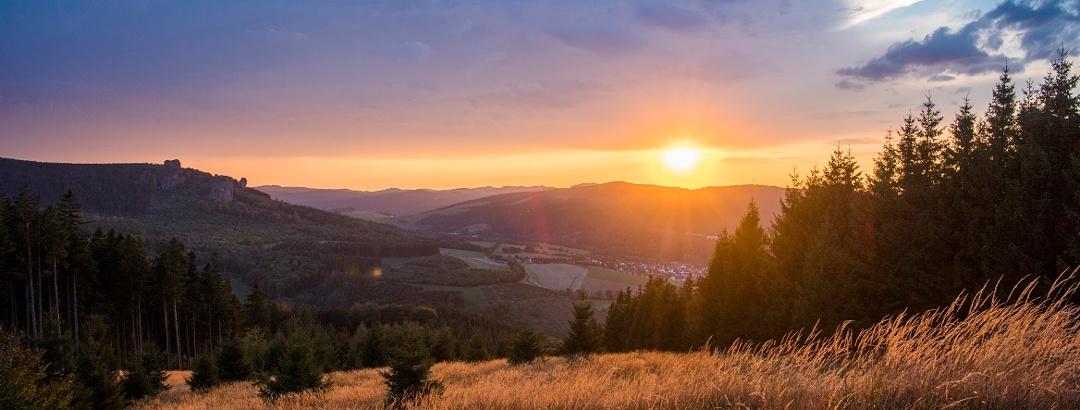 Sonnenuntergang auf dem Ginsterkopf am Rothaarsteig
