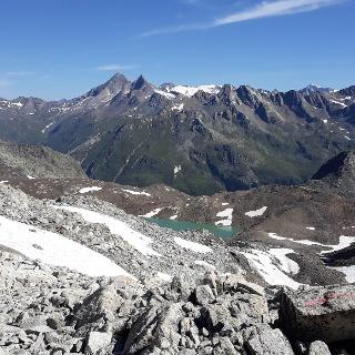 Aufstieg zum Lenksteinjoch; Röt- und Dreiherrenspitze, Großvenediger, davor der Panargenkamm