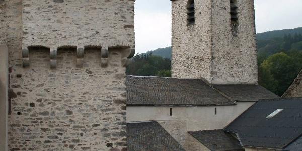 Eglise Saint-Victor et Tour du château de Nages
