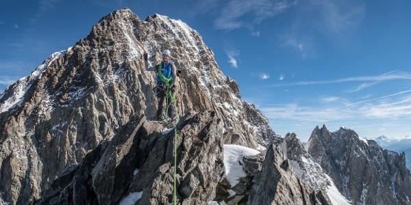 Am Gipfel der Punta Baretti. Im Hintergrund sieht man den Pic Luigi Amedeo (als höchster Punkt im Bild)