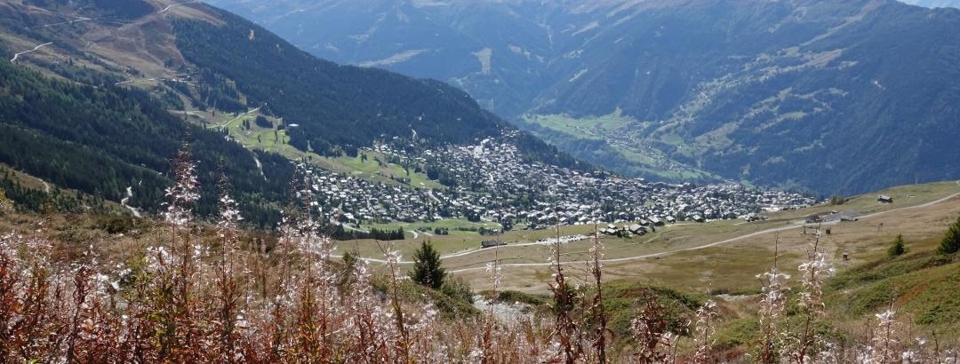 Blick auf den Ferienort Verbier vom Pass « Croix de Coeur»