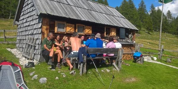 Interhütte, gemütliche Bank vor der Hütte