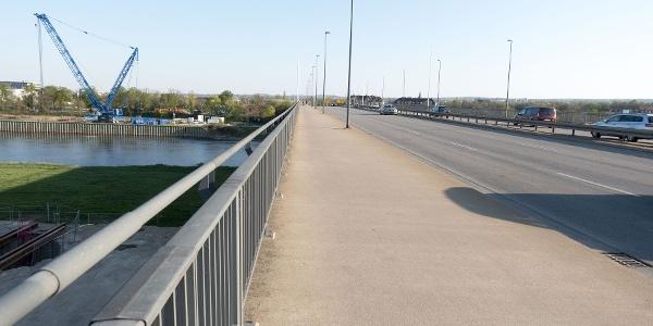Rechtselbisch - Flügelwegbrücke