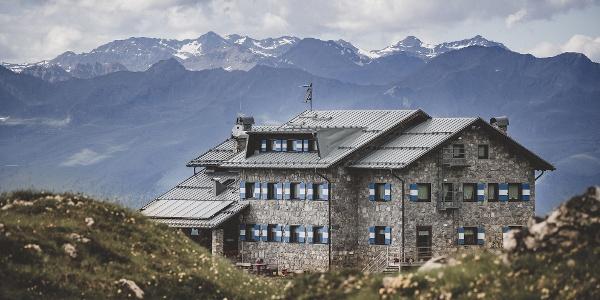 Rifugio Graffer, lungo il Dolomiti di Brenta Trek