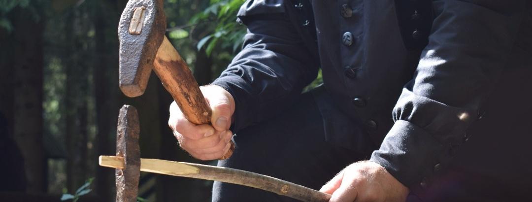 Bergbaugeschichte erleben: Arbeit mit Schlegel und Eisen