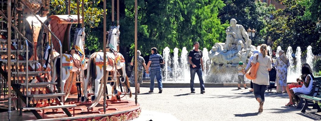 La Place Wilson et son carrousel à Toulouse