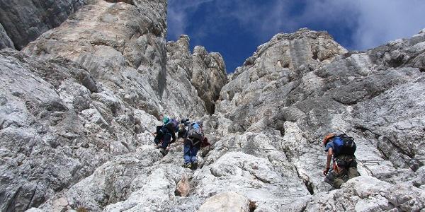 Steile Aufschwünge an der Ferrata degli Alleghesi