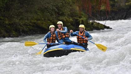 Im kleinen  Boot erlebst du den Fluss von einer anderen Seite