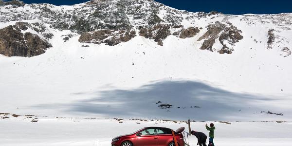 mit Ski vom Auto weg starten...