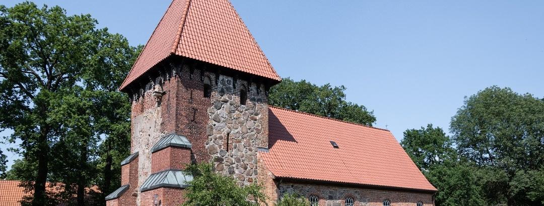 Feldsteinkirche Satemin