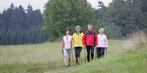 Nordic Walking auf dem Gesundheits - & Fitness-Parcours