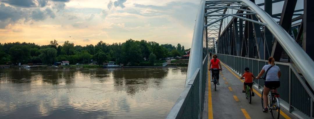 A 2020-ban átadott kerékpároshíd a Tisza-tónál
