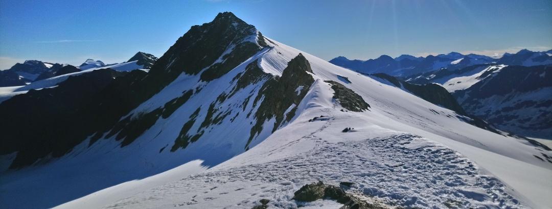 Weißkugeljoch mit Blick auf Langtauferer Spitze