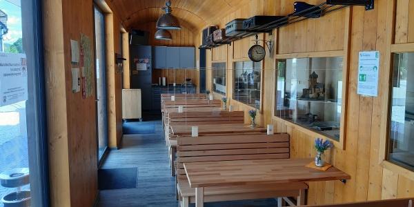 Sitzplätze im Eisenbahner-Café