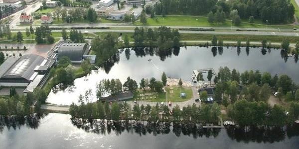 Vuoksen Kalastuspuisto sijaitsee Vuoksen varrella Imatralla