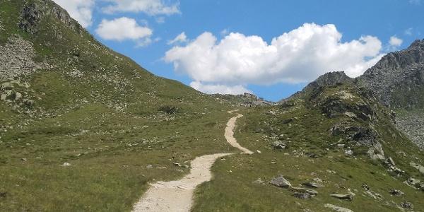 Breiter Wanderweg zur Chemnitzer Hütte (Nevesjochhütte)