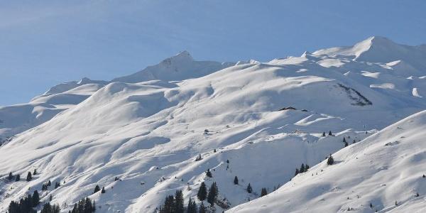 Blick von den Berghäusern Richtung Chüenihorn