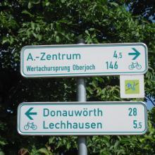 Der Wegweiser in Augsburg nach Oberjoch