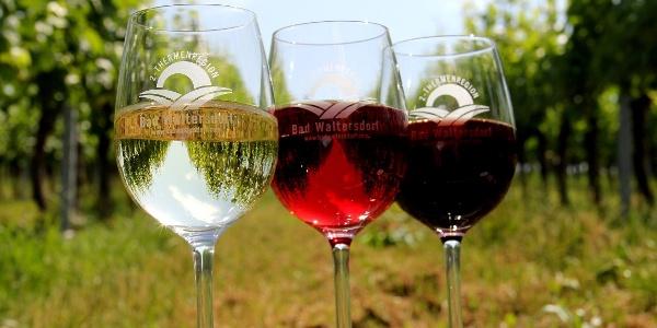 Weingläser mit hauseigenen Wein