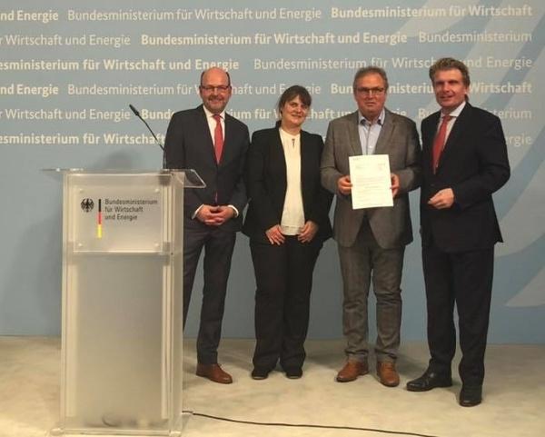 Auszeichnung beim BMWi: v.L. Heinz-Dieter Quack, Sandra Wenz (Leiterin TI Birkenfelder Land), Axel Singer (Geschäftsführer Kur und Tourismus GmbH Bad Peterstal-Griesbach), Thomas Bareiß