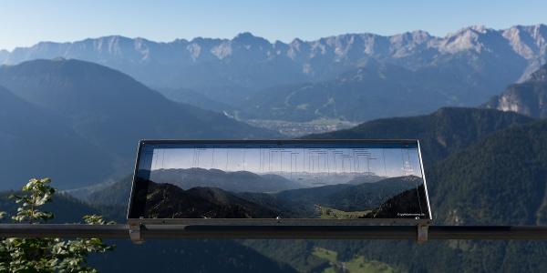 Blick von der Bergstation am Labr auf die Zugspitze