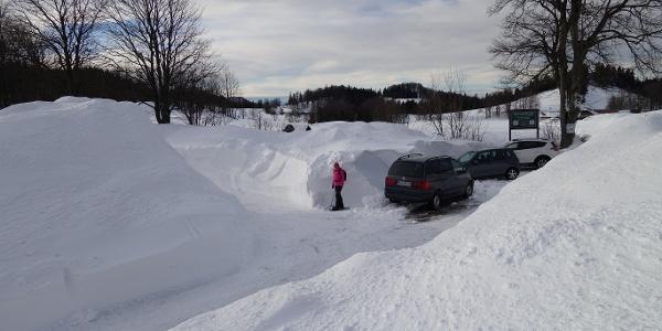 Parkplatz Ebenwaldhöhe in einem außergewöhnlich schneereichen Winter (Jänner 2019)