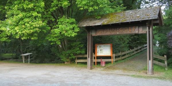 Parkplatz und Startpunkt am Schloßweiher in Dierdorf