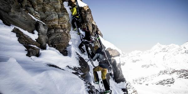 In Fels, Schnee und Eis auf dem Klettersteig unterwegs